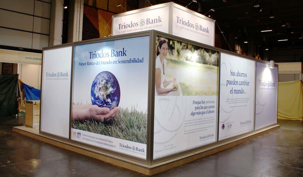 Marcos de aluminio en stand textil para Triodos Bank