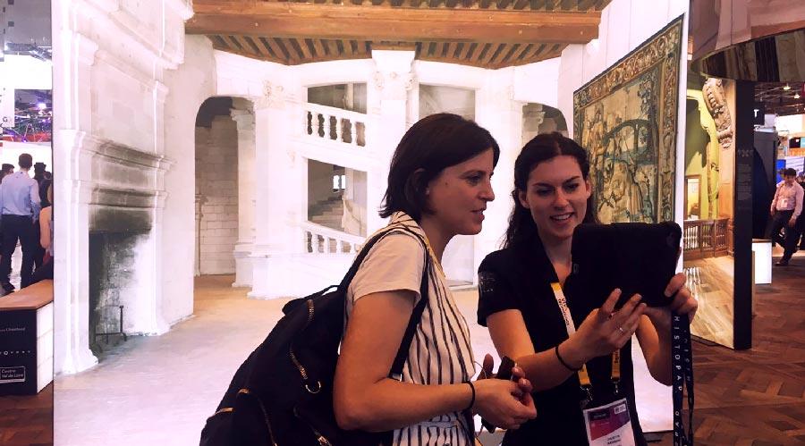 visitantes-museo-realidad-aumentada-virtual-stand-exposicion