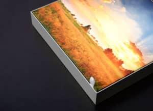 Decoración interior con caja de luz delgada luminada
